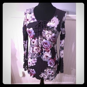 Tops - Cute floral tunic top with pretty trumpet sleeves